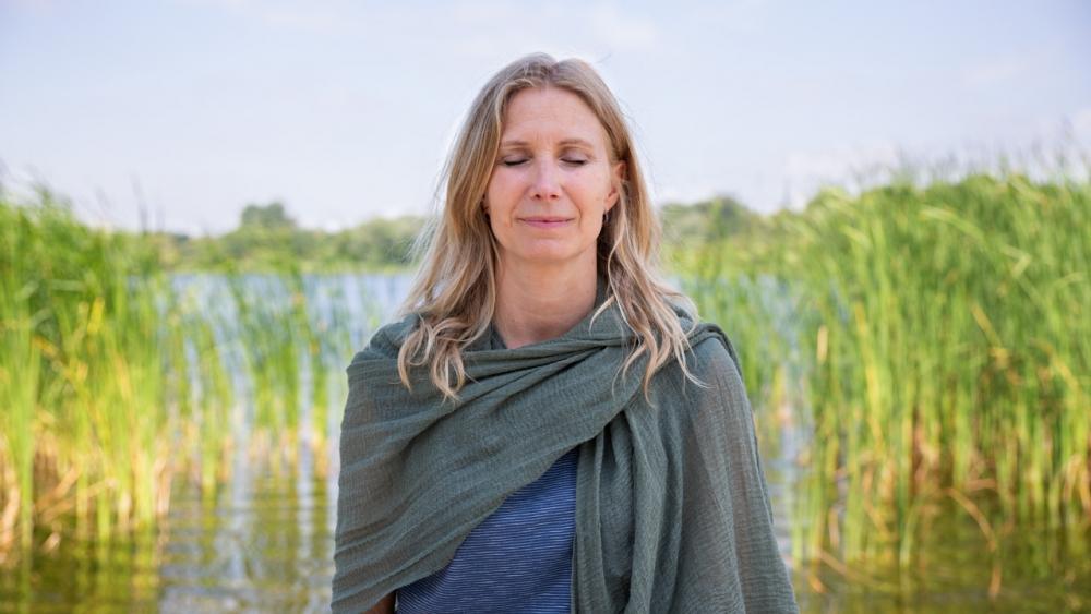 Esther Ekhart yoga outside nature