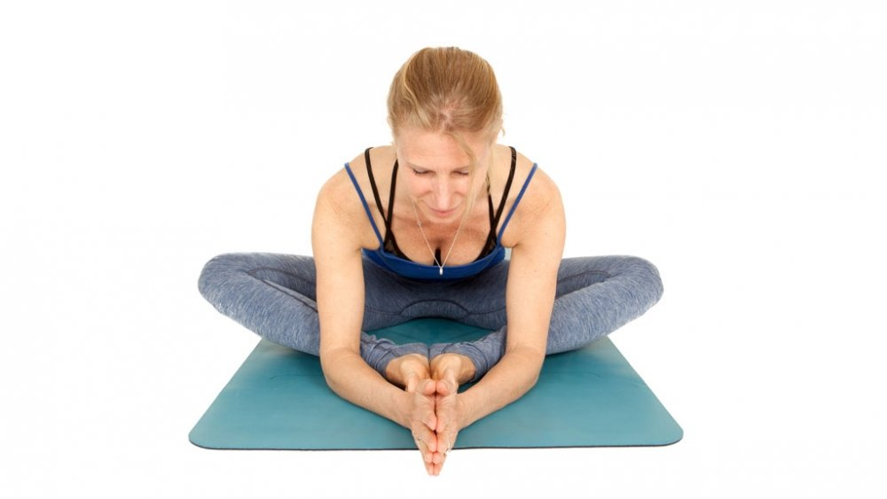 Esther in Butterfly pose to balance the svadhisthana chakra