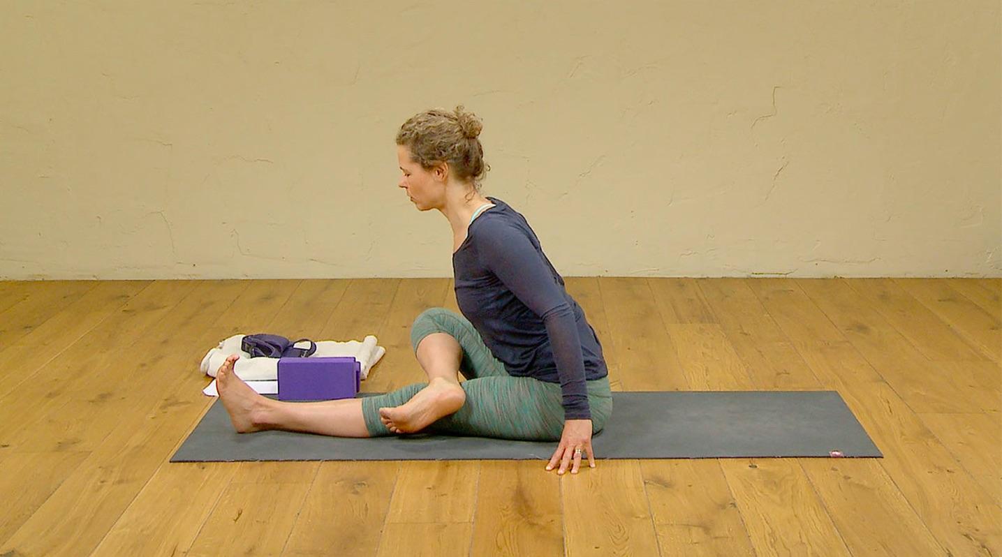 safe knees in yoga