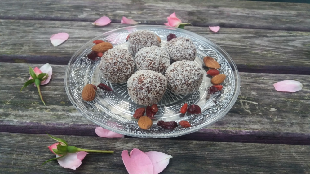 vegan oat and chocolate power balls